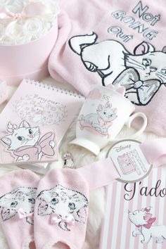 Every time I've visited Primark recently it's been like a treasure island for affordable Disney merchandise, and I've been eager to share some fanciful new Marie and Cinderella items I picked up that I just adore! Gatos Disney, Disney Cats, Casa Disney, Disney Rooms, Marie Cat, Disney Coffee Mugs, Gata Marie, Pink Princess, Princess Party