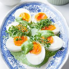 Jajka z sosem jogurtowo-ziołowym | Kwestia Smaku