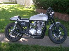 kawasaki z650 Kawasaki Cafe Racer, Kawasaki Motorcycles, Cafe Bike, Street Tracker, Old Bikes, Vintage Motorcycles, Cafe Racers, Custom Bikes, Bobber