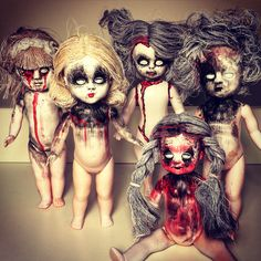 doll bleeding from eyes Adult Halloween Party, Halloween Doll, Creepy Halloween, Holidays Halloween, Halloween Crafts, Zombie Dolls, Scary Dolls, Horror Decor, Haunted Dolls