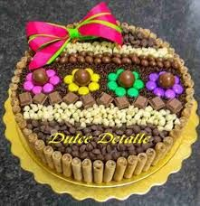 Resultado de imagen para torta con golosinas con chocolate Torta Candy, Candy Cakes, Cupcake Cakes, Lazy Cake, Different Kinds Of Cakes, Pie Cake, Candy Party, Cute Cakes, Cakes And More