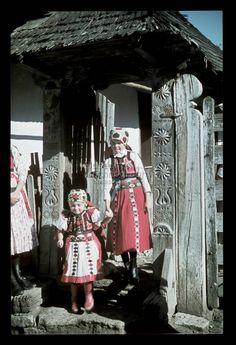 From Kalotaszeg, NHA Néprajzi Múzeum | Online Gyűjtemények - Etnológiai Archívum, Diapozitív-gyűjtemény Folk Costume, Costume Dress, Costumes Around The World, Austro Hungarian, Folk Dance, My Roots, Life Is Beautiful, Embroidery Patterns, Scandinavian