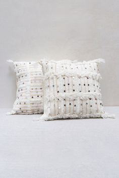 Masterfully handwoven from wool in the Middle Atlas mountains of Morocco, Berber Handira Wedding blankets are central to the nomadic Berber culture. These gorgeous pillows are made from authentic Hand