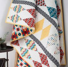 Create a gorgeous diamond quilt that uses easy paper piecing with this free throw quilt pattern inspired by the American Northwest. This Diamond Totem Quilt Pattern is a beautiful design that uses paper piecing to create precise diamonds. Modern Quilt Patterns, Paper Piecing Patterns, Quilt Patterns Free, Free Pattern, Pattern Design, Craft Patterns, Sewing Patterns, Quilting Tutorials, Quilting Projects