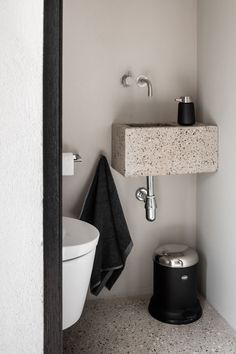 Bathroom Cabinets Blue out Bathroom Sink Hole around Small Bathroom Interior Design Ideas In India long Bathroom Plants Small Bathroom Interior, Modern Bathroom Design, Interior Design Kitchen, Modern Interior Design, Bathroom Black, Interior Livingroom, Bathroom Designs, Interior Ideas, Bad Inspiration