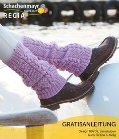 """Beinstulpen sind überaus nützlich, um zu vermeiden, dass Schnee von oben in die Schuhe gerät. Darüber hinaus sind sie aber auch ein trendiges Modeaccessoire. So wie dieses Paar aus Schachenmayr #Regia 6-fädig """"Winter Sorbet"""". Dank der zarten Farbe wirkt das Zopfmuster plastisch und ungemein attraktiv."""