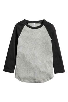 Shop online for affordable women's tops at H&M, from tanks, t-shirts and camis to dressy going-out tops. Basic Outfits, Cool Outfits, Baseball Tee Shirts, Back To School Shopping, Fitness Fashion, Fashion Online, Ideias Fashion, Long Sleeve Tops, Clothes