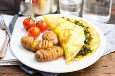 Aardappelwaaiers & een gevulde omelet met boerenkool en spek Omelet, Turkey, Food, Omelette, Turkey Country, Essen, Omelettes, Yemek, Meals