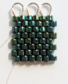 Alternate uses for wire guardians in seed bead work.  I've pinned this before but it is worth a review.  #Seed #Beads #Tutorials