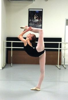 kuklarusskaya:  love4ballet2:  One of my best friends, Steph! Follow her blogbecausetheworldis-roundIt's awesome!  Can you ask her if I c...
