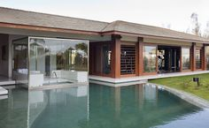 Die Glassauna befindet sich im Pool in Residence in Bahia - Kerzenherstellung Saunas, Piscina Spa, Steam Room, Outdoor Living, Outdoor Decor, Rooms Home Decor, Jacuzzi, Home Projects, Swimming Pools