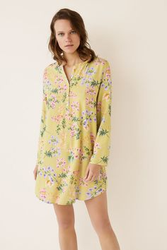 Short camisole in a floral print with tassel details at the sleeves, round neck with opening. A chic design with an eastern vibe. Night Shirts For Women, Nightgowns For Women, Dress Sewing Patterns, Sleepwear Women, Night Gown, Lounge Wear, Pajamas, Kurti, My Style