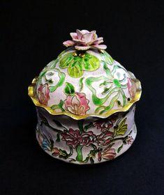 Japanese Porcelain, Vintage Japanese, Trinket Boxes, Free Delivery, Butterflies, Pottery, Ceramics, Antiques, Flowers