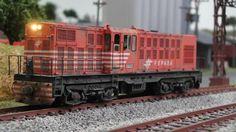 Consórcio de locomotivas em latão