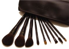 To clean make-up brushes, soak in hot water for a few minutes and then wash . - To clean make-up brushes, soak in hot water for a few minutes and then wash . How To Wash Makeup Brushes, Makeup Brush Roll, Makeup Brush Holders, Homemade Makeup Brush Cleaner, Wedding Hair Half, Travel Brushes, It Cosmetics Brushes, Cosmetic Brushes, Dawn Dish Soap
