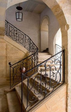 Beautiful old staircase | More photos http://petitlien.fr/uzes
