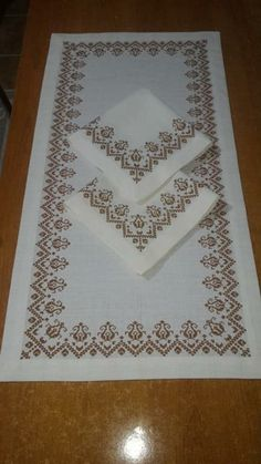 "Diy Crafts - Pasta da miu ""Discover thousands of images about Nilgun Damarli"", ""This post was discovered by mah"" Cross Stitch Beginner, Just Cross Stitch, Cross Stitch Borders, Cross Stitch Designs, Cross Stitching, Cross Stitch Patterns, Wool Embroidery, Hand Embroidery Patterns, Embroidery Stitches"