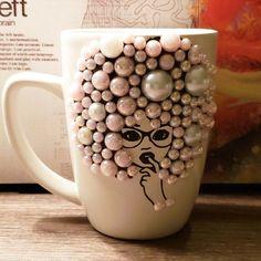 Mug Crafts, Diy Crafts Hacks, Acrylic Wine Glasses, Diy Mug Designs, Anniversary Scrapbook, Painted Coffee Mugs, Modern Crafts, Diy Mugs, Fairy Crafts