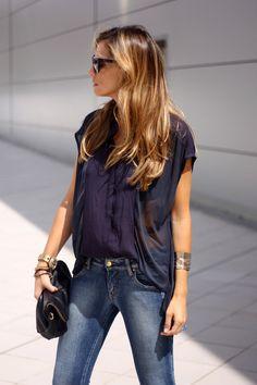 camisa H, jeans Meet, zapatos salón Nine West, bolso Zara S/S, gafas de sol Michael Kors, anillo Gemmasu, brazalete H.