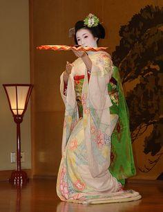 Maiko, lovely pastel shibori hikizuri