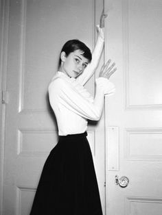 Audrey Hepburn ~ Photographed by Cecil Beaton in London, England. Audrey Hepburn Children, Audrey Hepburn Photos, Audrey Hepburn Style, Megan Rapinoe, Vintage Hollywood, Hollywood Images, Hollywood Stars, Classic Hollywood, Kristen Stewart
