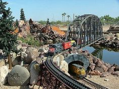 Tour model train displays at the Arizona Model Railroading Society holds on weekend afternoons. October through April. N Scale Model Trains, Model Train Layouts, Scale Models, Escala Ho, Garden Railroad, Hobby Trains, Real Model, Scenery, Arizona
