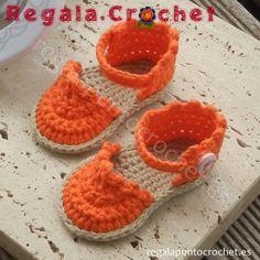 Sandalias alpargatas 'coquetas' en naranja. #Sandalias #alpargatas 'coquetas' tejidas a #crochet con hilo 100% algodón. Para #bebés de 0 a 3 meses, 3 a 6 meses. Personalizables. Hecho a mano. #RegalaPuntoCrochet #handmade