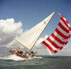Sail away with red and white stripes Yacht Design, Sports Nautiques, Sail Away, Set Sail, Tall Ships, Water Crafts, Sailing Ships, Lighthouse, Adventure