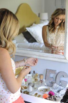 Emily Schuman (Cupcakes and Cashmere) Dresser Organization, Home Organization, Jewelry Organization, Perfume Organization, Jewelry Storage, Vanity Set Up, Mirror Vanity, Vanity Area, Tocador Vanity