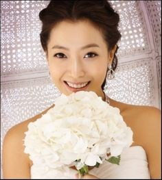 Memorable Wedding: Asian Wedding Makeup - How to Get the Best Makeup on Your Wedding Day Korean Wedding Makeup, Wedding Makeup Tips, Wedding Makeup Artist, Bridal Hair And Makeup, Bride Makeup, Hair Makeup, Bridal Hairstyles, Up Hairstyles, Asian Bride