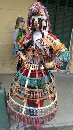 This suit is amazing in the face and is made of random arrangement. Mardi Gras Source For more pins visit our homepage Mardi Gras Costumes, Halloween Costumes, Joker Costume, Halloween Ideas, Lenten Season, Mardi Gras Carnival, New Orleans Mardi Gras, Good Times Roll, Amazing