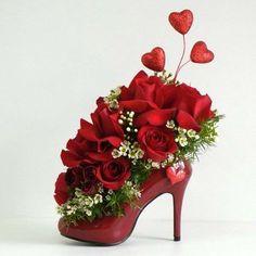 Afbeeldingsresultaat voor tafeldecoratie met schoenen voor bruiloft en bloemen
