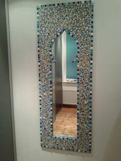 Een oosterse mozaiek spiegel. Wil je deze ook maken? Lees dan mijn blog http://www.ejam.nl/blog/2013/januari-1/zelf-maken-passpiegel-1