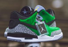 48b6229dce09 Oregon Ducks Football Get An Air Jordan 3 Tinker Hatfield PE With Removable  Swooshes Air Jordan