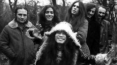 Can. Banda alemana de kraut-rock formada por Irmin Schmidt, Jaki Liebezeit, Michael Karoli, Ulli Gerlach, Holger Szukay y Damo Suzuki. http://youtu.be/3aJnsV8F2oY