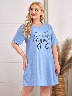 Robe de nuit avec motif slogan | SHEIN Satin Pyjama Set, Satin Pajamas, Pyjamas, Pajama Set, Mens Pants Size Chart, Slogan, Shirt Dress, T Shirts For Women, Tops