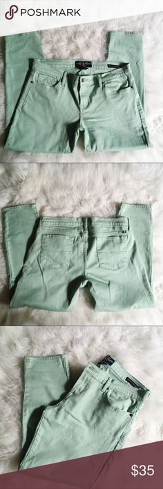Lucky Brand Zoe Straight Cropped Jeans Woman's size 14. In very good condition. Color is a soft light green. Waist measuring across is approx 18 inches, length is approx 26 inches, Rise is approx 9.25 Lucky Brand Jeans Ankle & Cropped