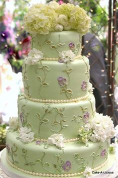 Cake-A-Licious - Wedding Cakes       www.madamebridal.com