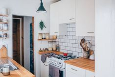 Under $1000 Kitchen Makeovers (That Look Like A Million Bucks)