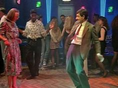 Quick Clip--------Mr Bean - Goes on Date -- Mr Bean takes his girlfriend out to a nightclub. He ruins a magician's show and then loses his girlfriend to another man. From 'Mr Bean Goes to Town'.