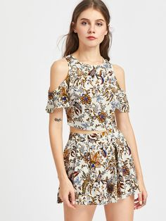 Shop Self Tie Open Back Floral Top And Box Pleated Shorts Set online. SheIn offers Self Tie Open Back Floral Top And Box Pleated Shorts Set & more to fit your fashionable needs.