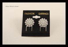 Snowflake (4th design) Only 1 pair-$2.50  www.facebook.com/mikabellascloset