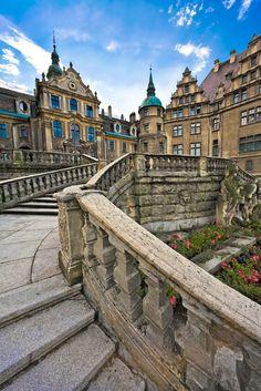 Zamek w Mosznej, Polska. XVII-wieczny zamek pruski jest perłą wśród zabytków Ziemi Opolskiej/Fot. Shutterstock