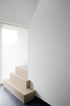 Reconstruction and extension of a single-family home in Maria-Aalter – Portfolio – Expro – interior designer Josfien Maes Source by karen_het Luxury Staircase, Modern Staircase, Staircase Design, Wooden Staircases, Wooden Stairs, Stairways, Flooring For Stairs, Concrete Stairs, Flur Design