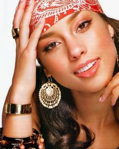 Designer Clothes, Shoes & Bags for Women Alicia Keys, Make Up Retro, Beautiful Black Women, Beautiful People, Actrices Hollywood, Ebony Beauty, Female Singers, Famous Women, Woman Crush