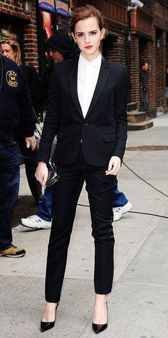 毎日のスーツスタイルを可愛く着こなす方法とは!?上司からも取引先からも愛されるスーツの着こなしをマスターして、仕事をうまくまわしていきましょう♡: