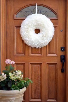 coffee filter wreath! so easy and so beautiful. i wonder if you could dye the filters in different shades of pink? eitehr way, a MUST do!