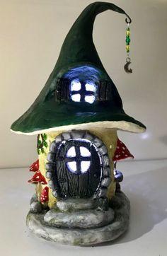 37 DIY Miniature Fairy Garden Ideas to Bring Magic Into Your Home - Feen - Garten Twig Crafts, Fairy Crafts, Clay Crafts, Mini Fairy Garden, Fairy Garden Houses, Gnome Garden, Clay Fairy House, Gnome House, Bottle House