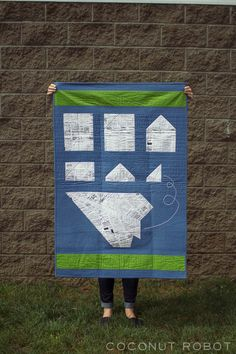 How to fold a paper plane quilt!!! This is brilliant! Link to where you can find the pattern or buy one from Kacia.