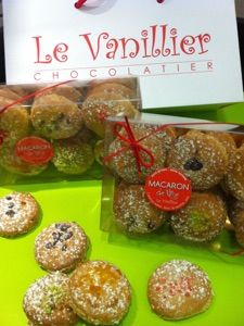 Le chocolatier Le Vanillier avec sa toute dernière spécialité  Le Macaron de Nice #Macaron #Nice06 #Frenchriviera #frenchpastrie #Yummy